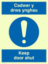 bi-lingual sign - welsh / english with exclamation symbol Text: cadwer y drws ynghau / keep door shut