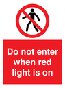 <p>Do not enter when red light is on</p> Text: